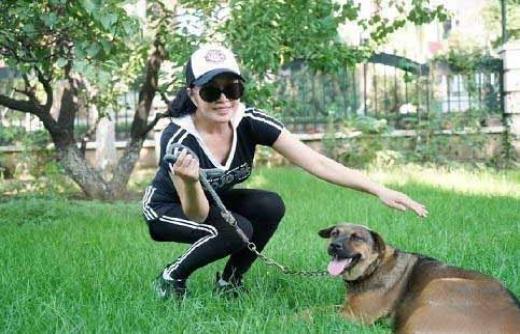 刘晓庆晒宠物,呼吁要善待生命, 网友: 人不如狗